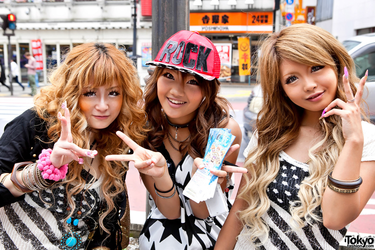 Fun Shibuya girls w/ awesome hair & makeup.