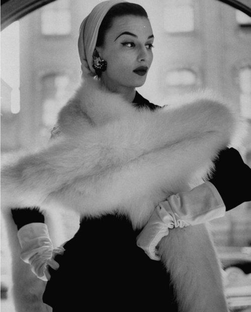 Fashion photo by Gordon Parks, 1952