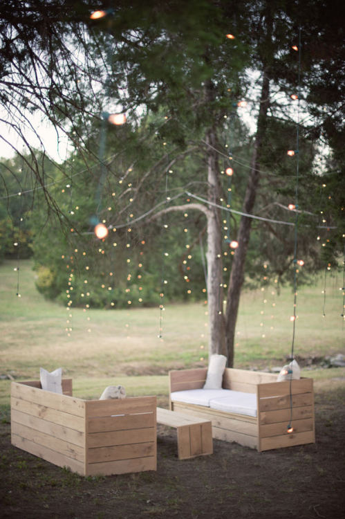 outdoor + simple fairylights (via Nashville Wedding : Style Me Pretty)