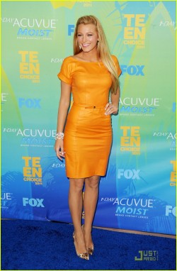 Did Blake Lively have the Look of the Day in this Gucci 2012 Resort dress at the Teen Choice Awards? Click to vote!