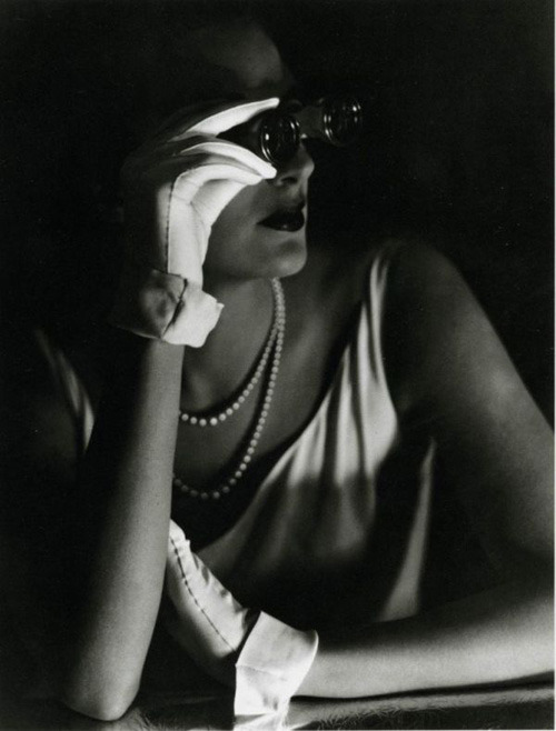 Agneta Fischer at the opera (1931). George Hoyningen-Huene.