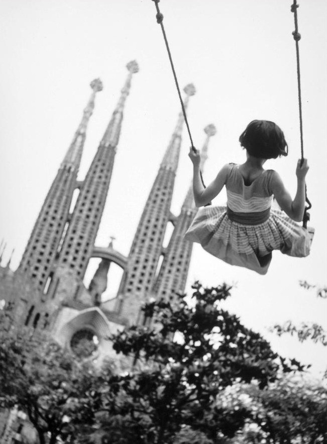 Barcelona (1960). Burt Glinn. (Source)