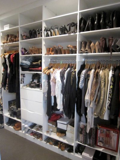 i want a wardrobe like this one!! :B