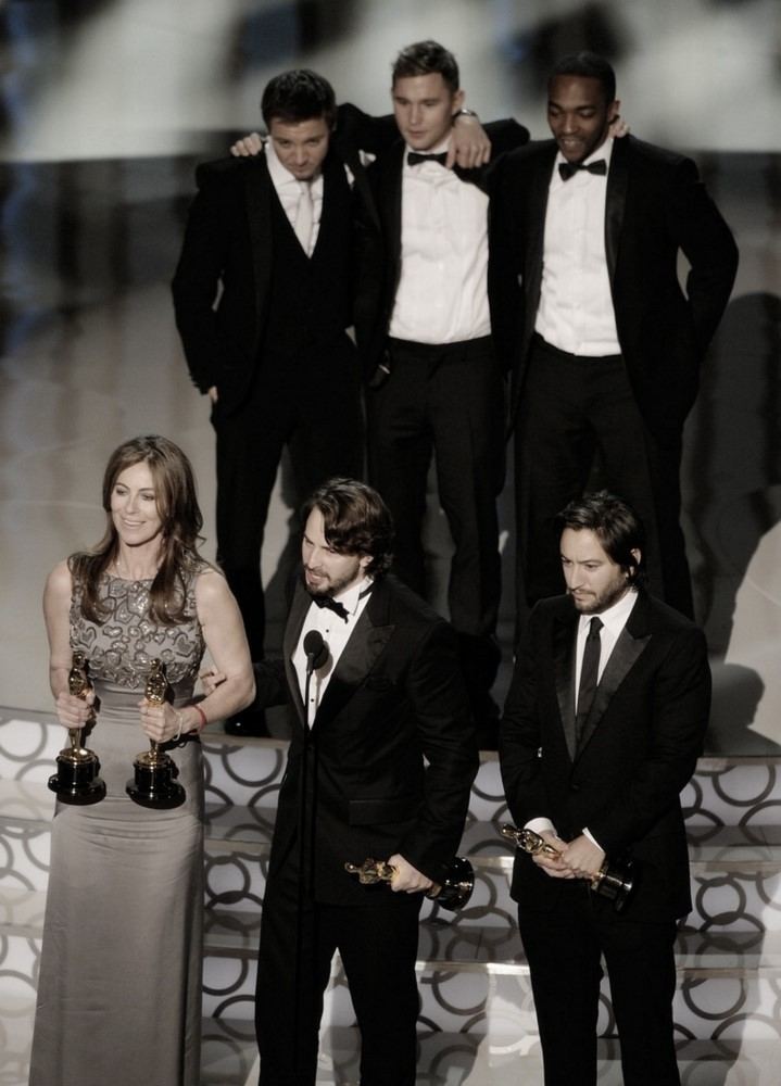 fuckyeahdirectors:  Kathryn Bigelow with her cast and producers, winning the Oscar for Best Picture.