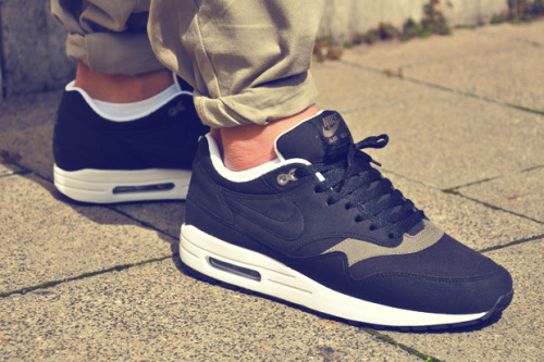 ibby90:  Nike AM1 Black Smokes