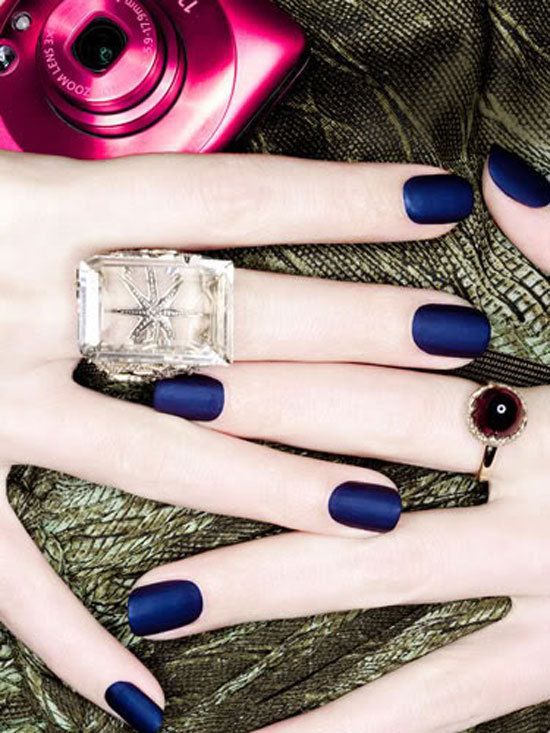 couturecourier:  Ohh, love these matte nails! Check out other ways to rock the navy nails trend! (via Trend: Nautical Navy Nails)