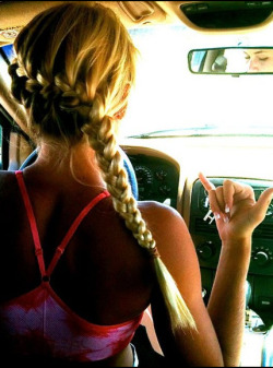 summer-fun-messy-bun:  Queued!