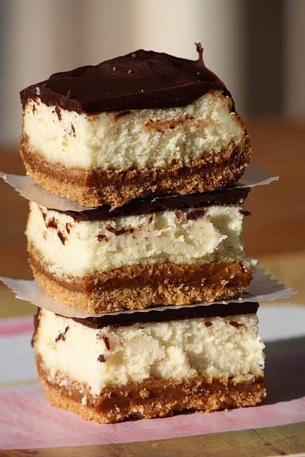 (via Sweet Eats / Dulce de Leche Cheesecake Bars)