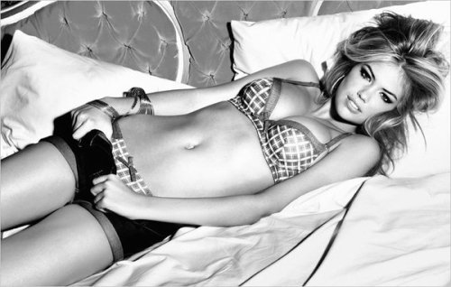 yourejustanothermissedcall:  Kate Upton is soooooo hottt !