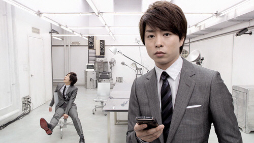 au by KDDI - CASIO G'zOne IS11CA smartphone ''Google Places ~ Just asking'' by Arashi