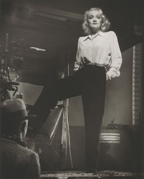 Marlene Dietrich in 1941 photographed by Laszlo Willinger