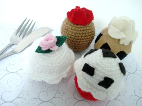 omnomlindos:  Gourmet Cupcake Delivery- Find more kawaii here!