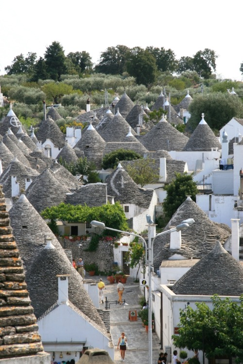 Alberobello, Italy   (Via http://www.panoramio.com/photo/2220822)