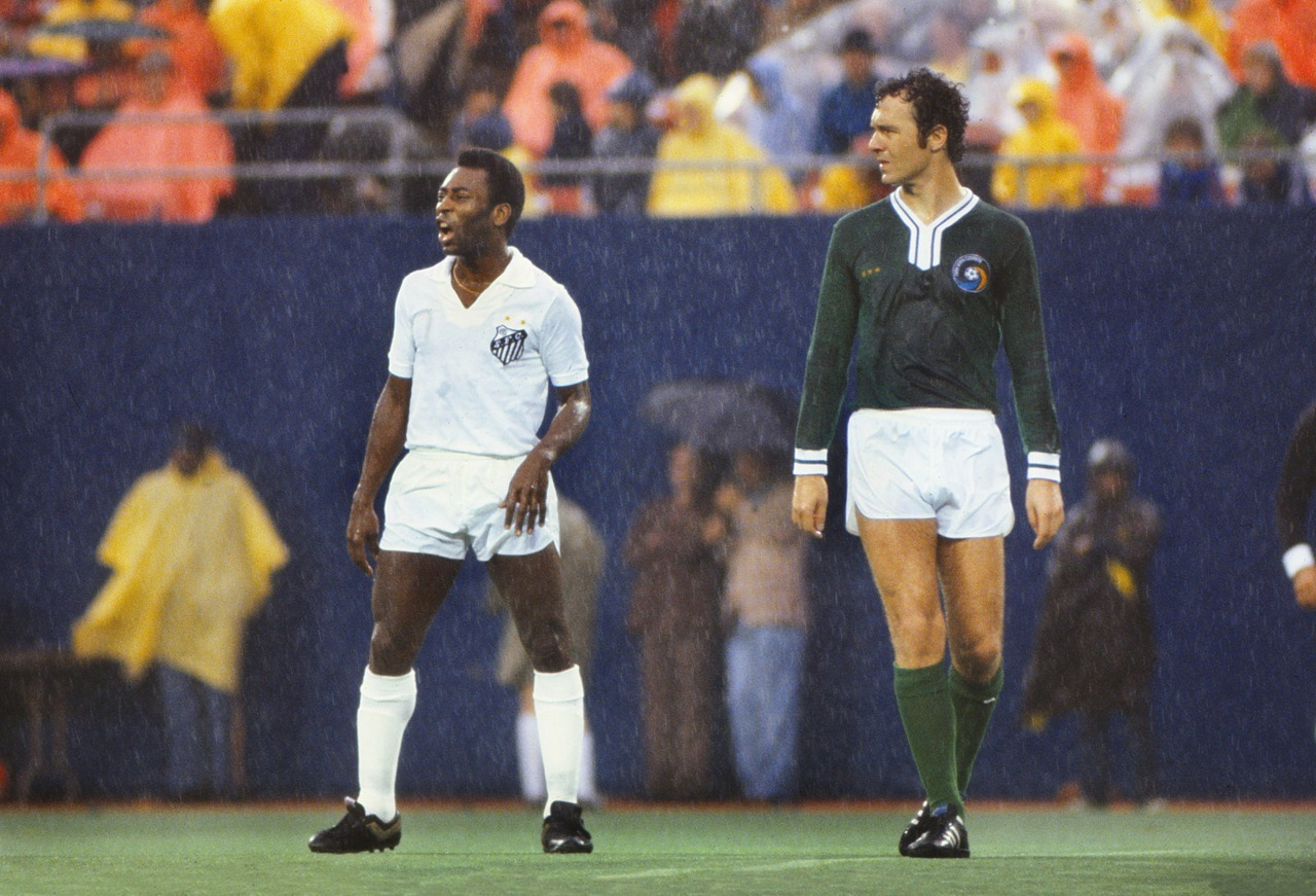 interleaning:  Pele's final match, during which he played for both Santos and the Cosmos. October 1, 1977.