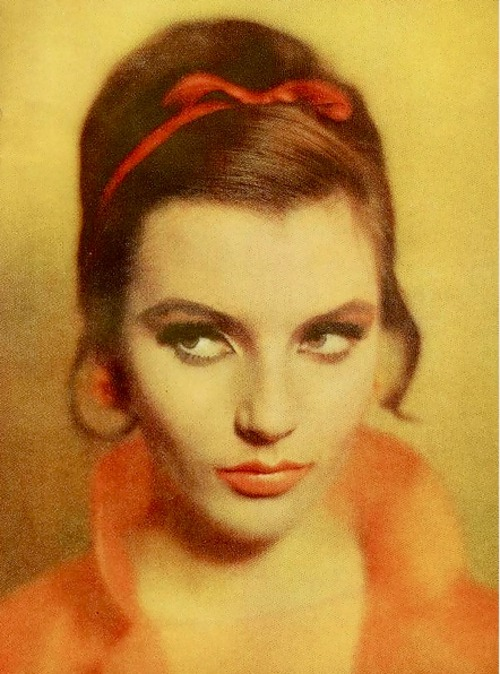 Red bow, Mademoiselle, 1961
