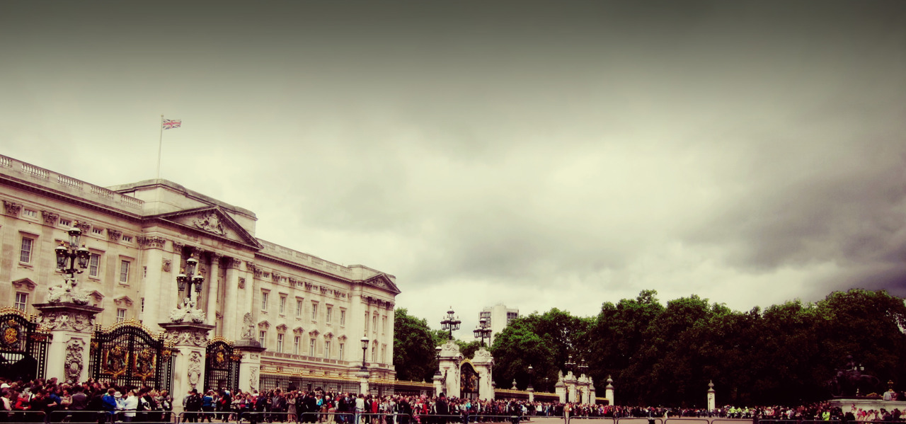 | ♕ |  Buckingham Palace, London  |  by/via devilneversleeps