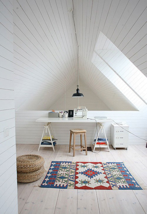 attic workspace (via Bureau met schragen)