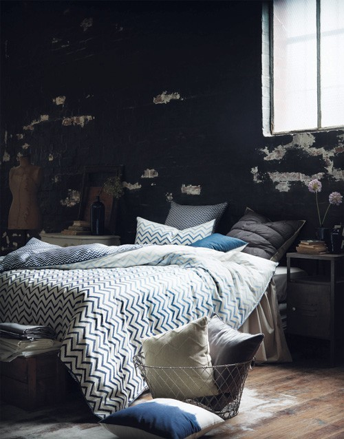 Found this on Dwellings and I am in love. I want a dark bedroom, with a warm and urban yet comfortable design. Makes me want to move to a loft in NY. :( firsthome:  i love my bright bedroom… maybe it's because i never get to sleep in so i haven't needed it to be dark during the day yet. but i love how this bedroom is like a cave, just go on in, curl up in your chevron duvet and hibernate.