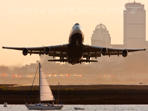 flyhighr:  Airborn from Runway 09 at BOS.