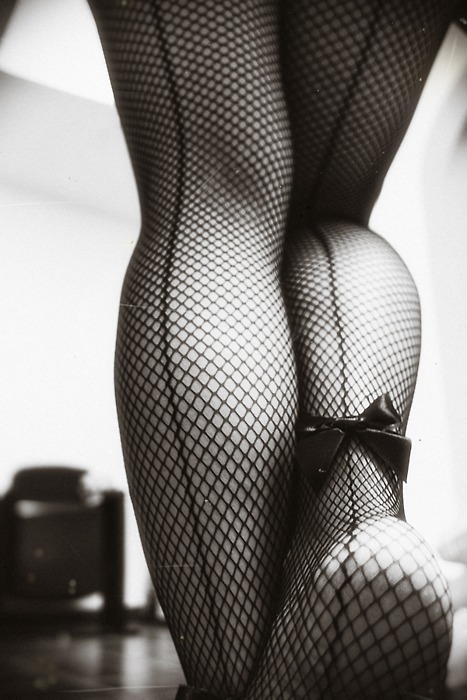 tricyclesinskirts:  Back seam fishnets with a bow?! *swooooooon*