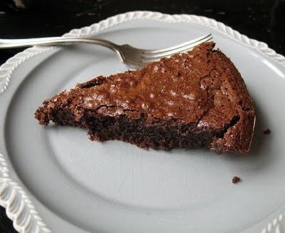Make Brownies in a Cast Iron Skillet {Recipe and How to} Found at: http://www.amandascookin.com/