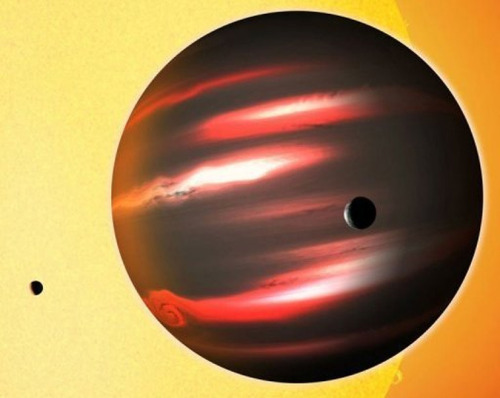 "itsfullofstars:  ODDBALL EXOPLANET IS DARKER THAN COAL An alien world reflects less than one percent of the starlight that falls on it, making it the blackest exoplanet known. The strange world, TrES-2b, is a gas giant the size of Jupiter, rather than a solid, rocky body like Earth or Mars, astronomers said. It closely orbits the star GSC 03549-02811, located about 750 light years away in the direction of the constellation of Draco the Dragon. ""TrES-2b is considerably less reflective than black acrylic paint, so it's truly an alien world,"" David Kipping of the Harvard-Smithsonian Center for Astrophysics said in a press release issued by Britain's Royal Astronomical Society (RAS). Keep reading."