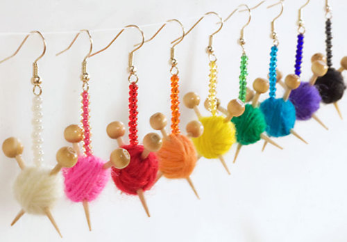craftdiscoveries:  Mini yarn ball earrings