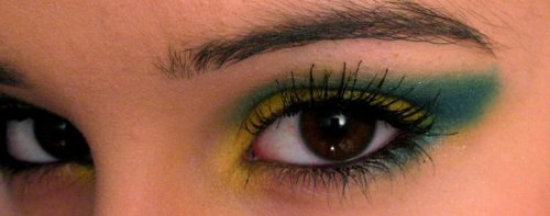 makeupftw:  I was just playing around and decided to go for some bright contrasting colors.