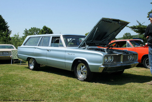 WAGON WEDNESDAY moparsinmotion:  1966 Dodge Coronet Wagon on Flickr.