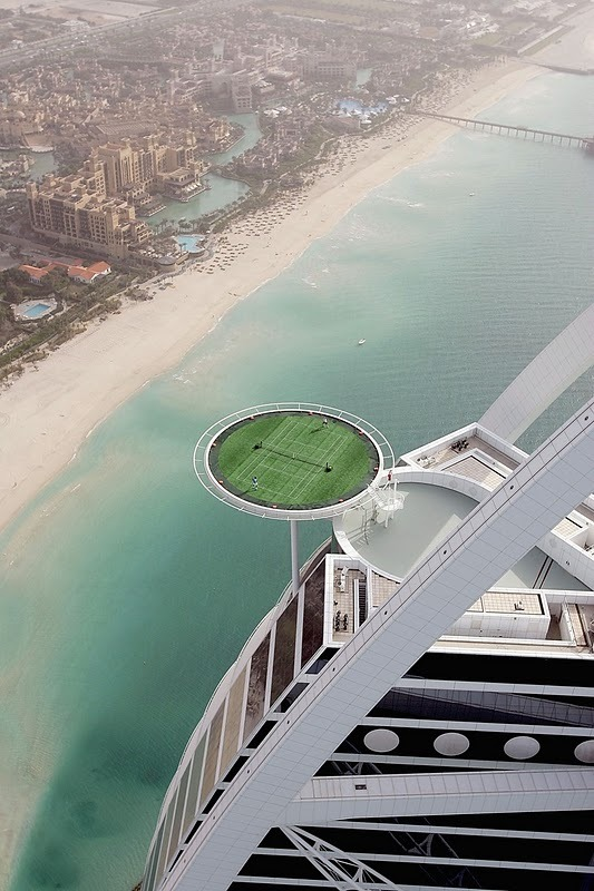 micasaessucasa:  (via Dubai builds World's Highest Tennis Court in Burj al-Arab | flylyf)