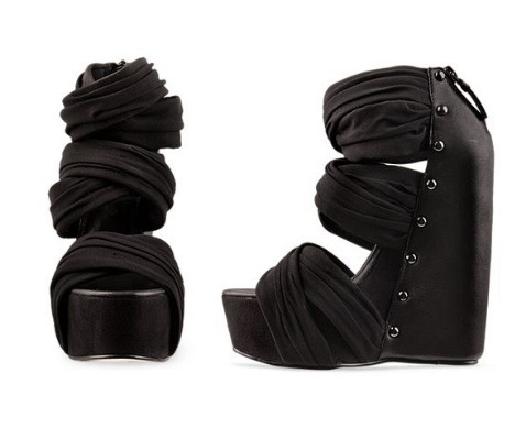 Someone who knows something - OUT OF STOCK Black P1,700  Heel height: 12cm Platform height: 3.5cm Color: gray, black Size: 35 to 39 Upper material: artificial leather / PU Closure way: zipper  View sizing guide here Order now