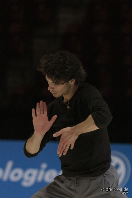 beautiful-shapes:  Stéphane Lambiel practice for Ne me quitte pas