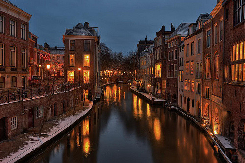frailsoul:  Utrecht + snow + blue hour + illumination = (by HanslH)