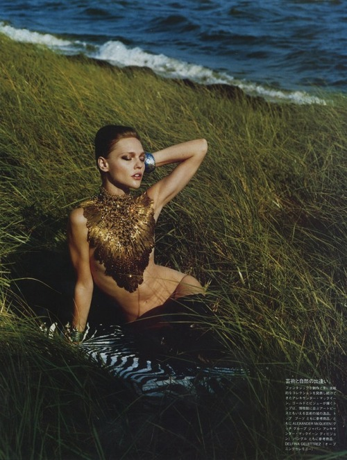 bohemiandreamsss:  Sasha Pivovarova shot by Alasdair McLellan Vogue Japan - November '10
