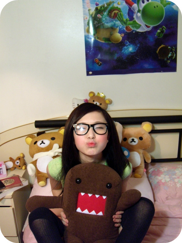 notoriouscupcakes:  domo and i <3  yes im posting this again >:D
