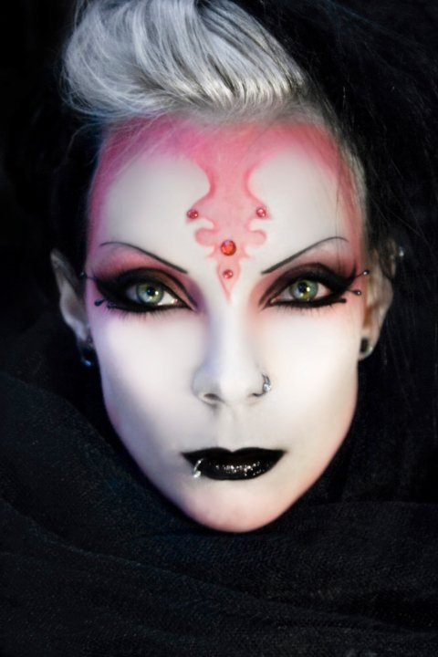 gothaesthetic:  Makeup inspiration via walkinmyeyeshadow: