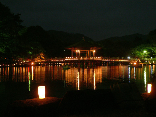 燈花会(とうかえ)にて。ロウソクに浮かぶ浮御堂。 Religious event TOUKAE.Ukimidou is lit up with countless candles' soft light.