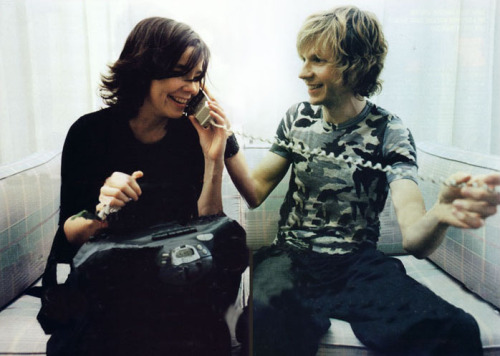 awesomepeoplehangingouttogether:  Björk & Beck
