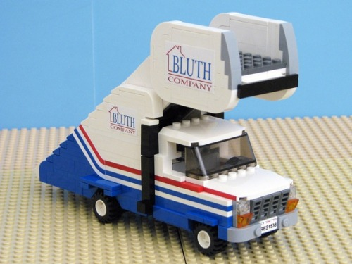 Arrested Development in LEGO form. Where's the banana stand?