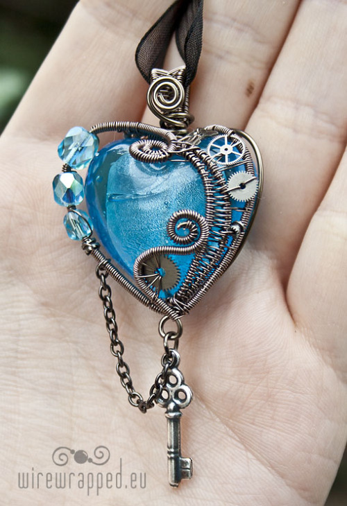 This is ..really really pretty. It reminds me of my birthstone, aquamarine