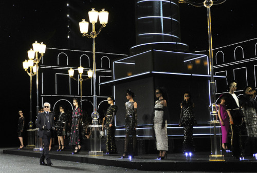 Chanel Fall-Winter 2011/2012 Haute Couture Show