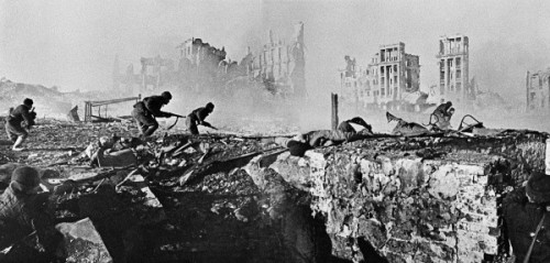 Soviet soldiers attacking a house during the battle of Stalingrad. February, 1943.