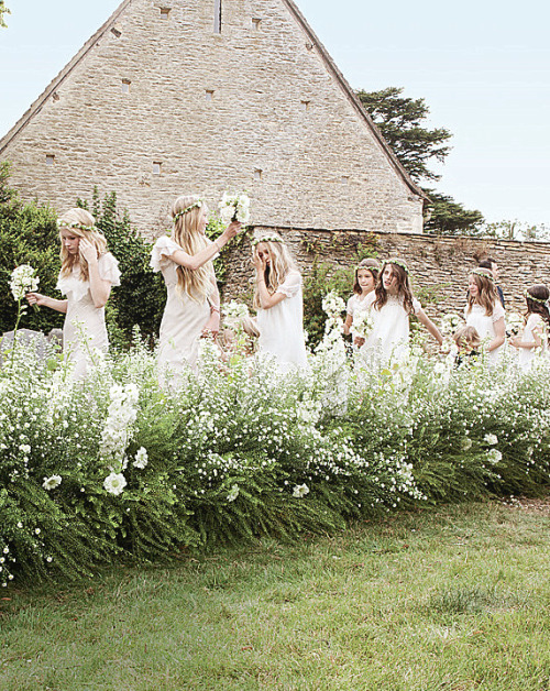 studyfairy:  vintageteaspoon:  Kate Moss's wedding party by Mario Testino