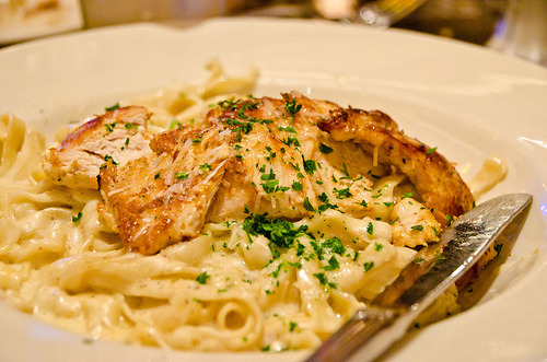 mmm, pasta and chicken, lookin good