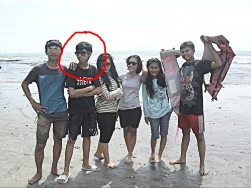 my visit to Anyer. guess which am i?