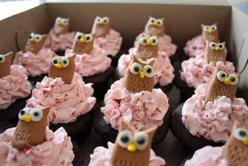 Who wouldn't want owls on cake?