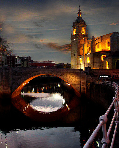 32 Fun Outdoor Photographs of Bridges By Light Stalking - http://bit.ly/naUOxx