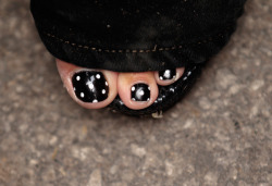 hollybailey:  Sarah Palin's polka dot toenails at the Iowa State Fair (Chip Somodevilla/Getty Images)