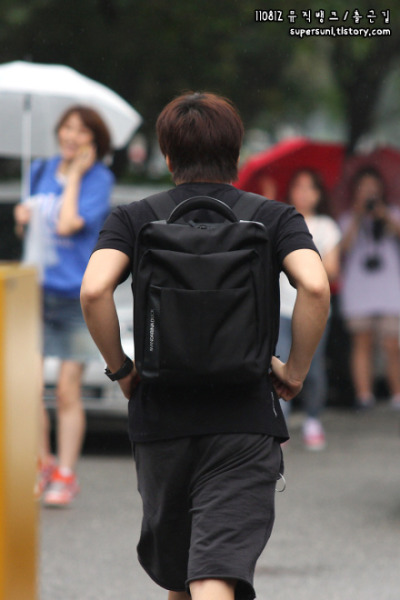 hismaroonsmile:  dancingbunnyclouds:  This is the back of a guy who has 6 hyungs and 6 dongsaengs; This is the back of a guy who is quiet, hardworking and humble; This is the back of a guy who is loyal and steadfast; This is the back of a guy who has a beautiful voice, plays the piano and knows martials arts; Those are the shoulders that his hyungs and dongsaengs have rested their heads on; Those are the arms that have held them when they cried; Those are the arms that have cheered them on when they were happy; That is a cute ass I would totally tap……❤ Combined together and you'll get - Lee Sungmin~!❤   OKAY KAY, I'M CRY !