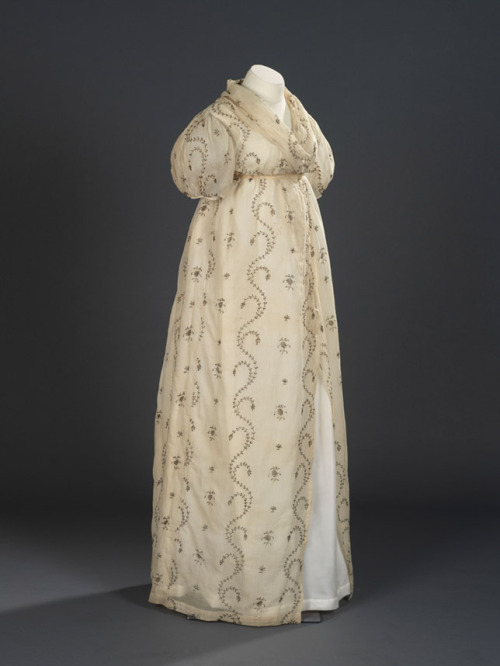 Open robe, 1795-1800 England, Royal Ontario Museum